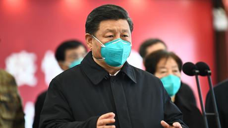 Chinas Staatschef Xi Jinping in der Corona-Hochburg Wuhan mit einer Gesichtsmaske.