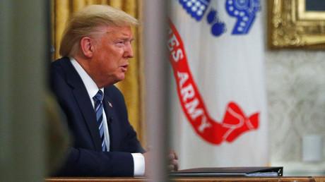 US-Präsident Donald Trump während einer Live-Fernsehübertragung über die COVID-19-Coronavirus-Pandemie aus dem Oval Office des Weißen Hauses in Washington, USA, am 11. März 2020.