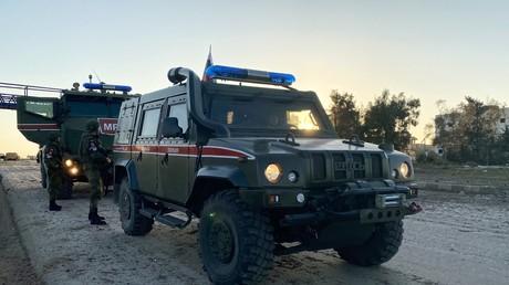 Russische Militärpolizei patrouilliert in der syrischen Provinz Idlib.