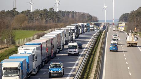Lkw-Stau an der Grenze zu Polen bei Frankfurt (Oder) am Montag