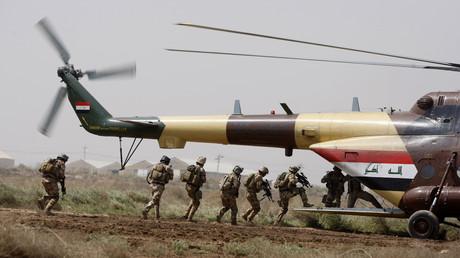 Irakische und US-Soldaten bei einer gemeinsamen Übung auf dem Stützpunkt in Taji am 28.03.2010.