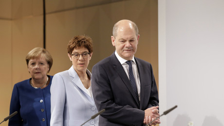 Kanzlerin Merkel (CDU), Verteidigungsministerin Kram-Karrenbauer (CDU) und Bundesfinanzminister Olaf Scholz (SPD) beim Kabinetsauschuss 20.09.2019, Symbolbild.