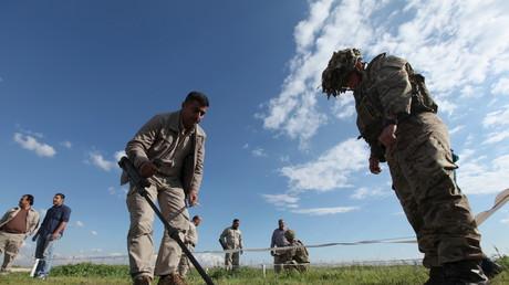 Britische Truppen bilden Peshmerga-Kämpfer bei einer Übung in Erbil aus