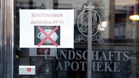 Ob in Deutschland oder wie auf dem Foto im österreichischen Graz: Schutzmasken sind für die Normalbevölkerung nicht mehr erhältlich - außer zu horrenden Summen im Internet, denn Angebot und Nachfrage bestimmen in einer