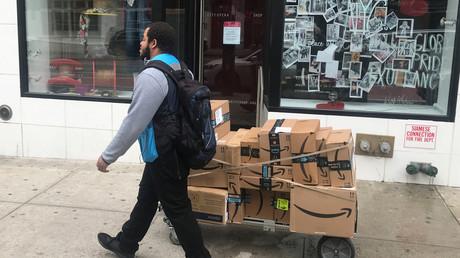 Amazon ist nicht nur als weltweit größter Onlinehändler ein Profiteur der Corona-Krise, auch weitere Geschäftsmodelle blühen, während die Arbeiter auch in Zeiten der Pandemie kaum geschützt werden.
