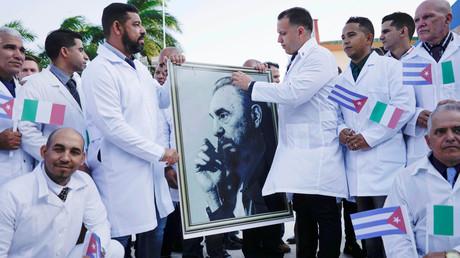 Ein Teil der kubanischen Ärzte kurz vor dem Abflug nach Italien, 21. März 2020 in Havanna, Kuba.