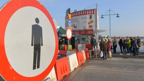 Die Europäische Union im Ausnahmezustand – polnischer Grenzübergang nach Deutschland bei Slubice, Polen hat seit dem 15.03.2020 wegen der Corona-Krise die Grenzen für alle Ausländer geschlossen.