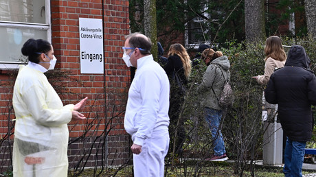 Hinweisschild am Vivantes Wenckebach-Krankenhaus in Berlin (Bild vom 9. März).