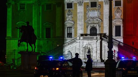 Das Palazzo Senatorio in Rom wird zum 159. Geburtstag der Vereinigung Italiens in den Nationalfarben angeleuchtet (Bild vom 17. März).