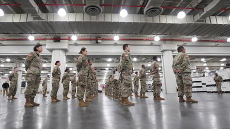 Die US-Nationalgarde wurde von New Yorks Gouverneur Andrew Cuomo beauftragt, das Jacob Javits Center in Manhattans West Site in ein Feldlazarett umzubauen, um neue Aufnahmekapazitäten zu schaffen (Bild vom 23. März).