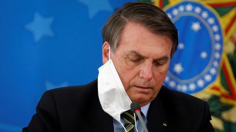 Brasiliens Präsident Jair Bolsonaro weigert sich, die Gefahr des Coronavirus anzuerkennen