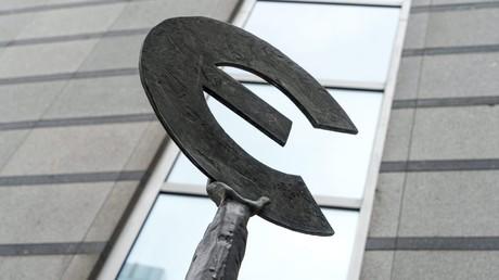 Skulptur vor dem Gebäude des Europäischen Parlamentes der EU in Brüssel.
