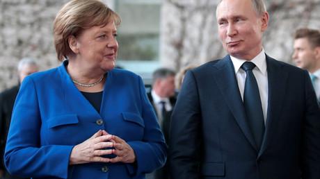 Steht Kanzlerin Angela Merkel just am 1. April vor einer grundsätzlichen außenpolitischen Wende?