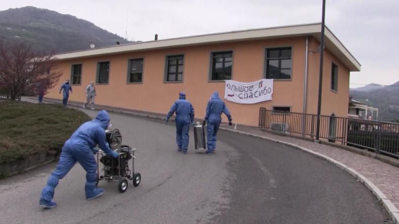 Hilfe in der Corona-Krise: Italiener bedanken sich bei russischen Helfern mit Jubel und Geschenken