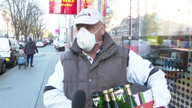 Österreich: Käufer passen sich in Wien an,nachdem Gesichtsmasken wegen Corona Pflicht werden