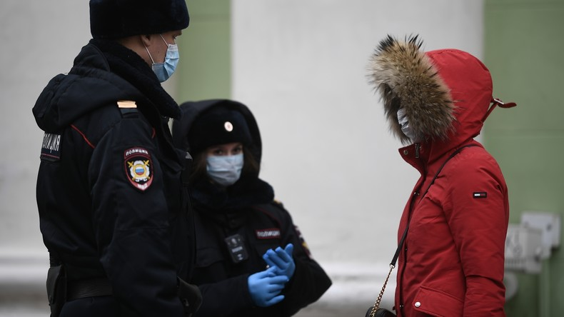 Corona-Verleumdung: Russin schickt ihrer Schuldnerin Ärzte und Polizisten auf den Hals