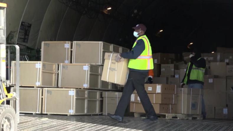 Russisches Frachtflugzeug mit medizinischer Ausrüstung für Corona-Krise landet in New York