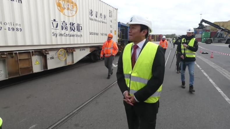 Duisburg: Zug mit über 160 Tonnen medizinischer Ausrüstung aus Wuhan erreicht Hafen