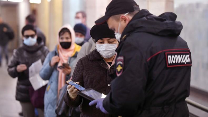 Staus und Warteschlangen in Moskau nach Einführung von Ausgangsscheinen