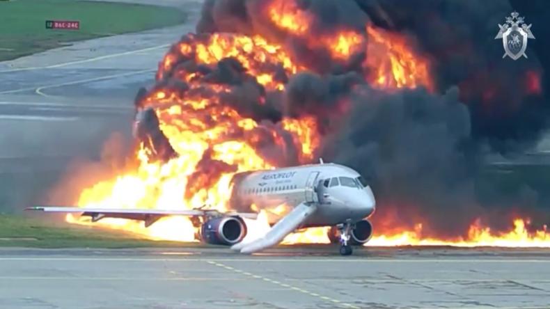 Neues Video der tödlichen Superjet-Bruchlandung in Moskau veröffentlicht – Offenbar Pilotenfehler
