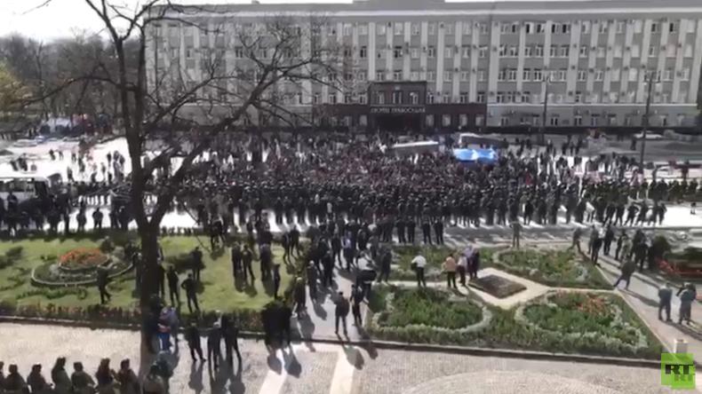 Russland: Proteste gegen Ausgangsbeschränkungen in Nordossetien