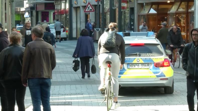 Köln: Ein Hauch von Normalität kehrt nach Ladenöffnungen ein