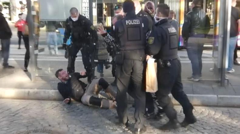 """Pro-Chemnitz-Demo: Polizei greift hart durch wegen """"Verstoß gegen Corona-Schutzverordnung"""""""