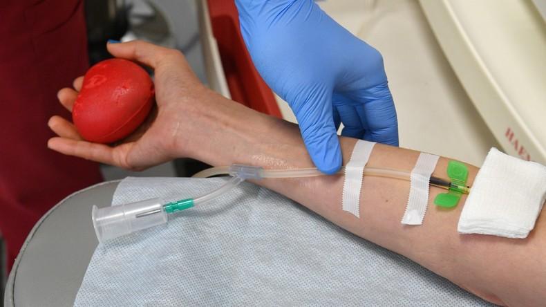 Therapie mit Blutplasma genesener Patienten – Erste Behandlungserfolge in Moskau dank neuer Methode