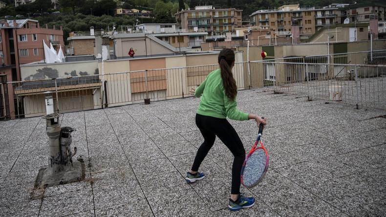Partie in luftiger Höhe: Italienische Tennisspielerinnen nutzen Dächer als Spielfeld