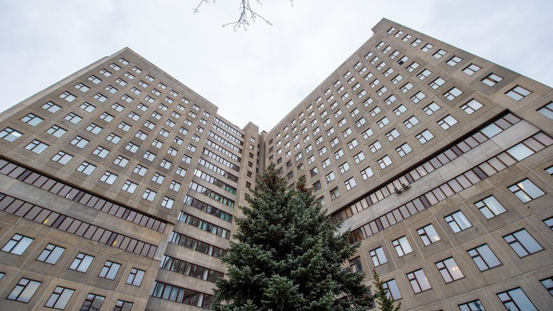 Moskau: Erster Arzt an COVID-19 gestorben