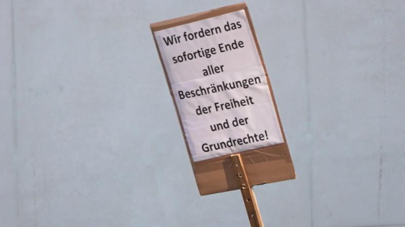 Nürnberg: Demonstration gegen Einschränkungen der Grundrechte aufgrund Corona-Maßnahmen