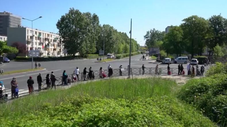 """Massenauflauf in Paris vor Armen-Tafel  - """"Lebensmittelpreise haben sich verdoppelt"""""""