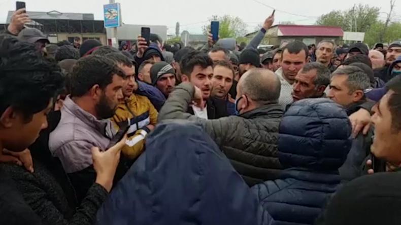 Georgien: Die Läden sind leer! Was sollen wir essen? – Bauern attackieren Gouverneur wegen Shutdown