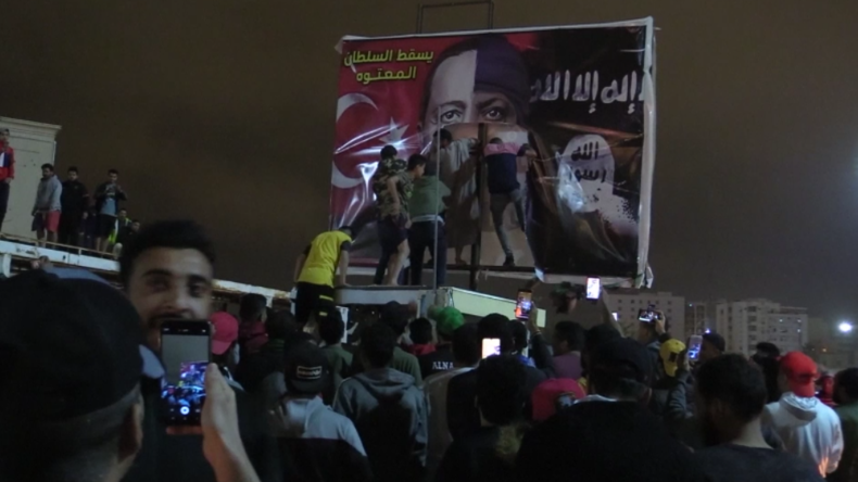"""""""Gegen Terror!"""" – Libyer protestieren gegen Erdoğans Invasion und vergleichen ihn mit dem IS"""