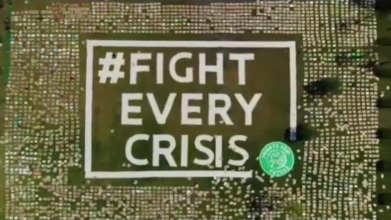 Fridays for Future protestiert vor Bundestag – mit tausenden Pappschildern