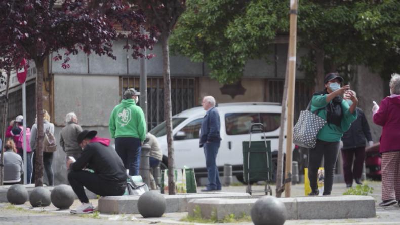 Spanien: Hunderte stehen nach schweren Wirtschaftseinbrüchen wegen Corona für Lebensmittelhilfe an