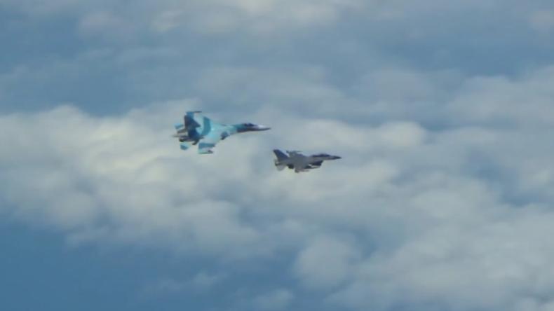 Ostsee: Kampfjets der NATO umschwärmen russische Überschallbomber