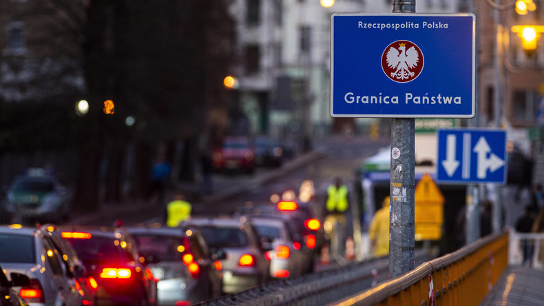 Polnische Soldaten stoppen deutschen Grenzdurchbrecher mit Warnschüssen