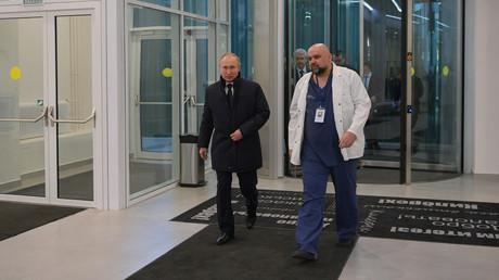 Vor Tagen empfing Denis Prozenko den russischen Präsidenten in seinem Krankenhaus. (Moskau, 24. März 2020)
