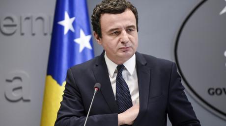 Der 45-jährige Albin Kurti, hier bei einer Pressekonferenz kurz nach seiner Abwahl, versprach  die Korruption im Kosovo zu reduzieren und die öffentliche Verwaltung zu verbessern.