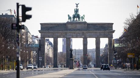 In Deutschland hält sich der Großteil der Bevölkerung an die Ausgangsbeschränkungen und findet auch den Eingriff in die Grundrechte angesichts der Corona-Pandemie nicht weiter schlimm. Die Frage ist, wie lange noch (Bild vom 1. April).