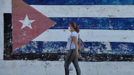 Eine Frau mit Gesichtsmaske in Havanna, Kuba, am 28. März 2020.