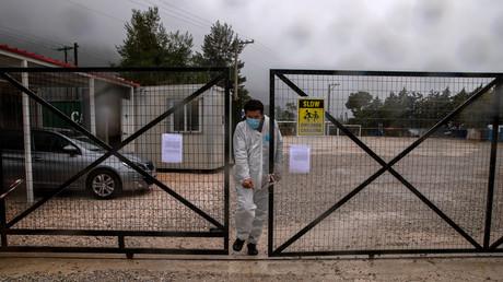 Flüchtlingslager nahe Athen unter Corona-Quarantäne