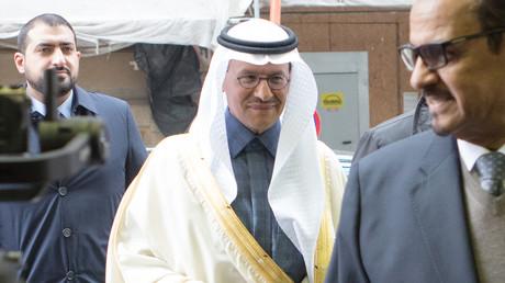 OPEC+-Treffen zu Ölfördermengen augeschoben - Ölpreis fällt um 6 Prozent (Archivbild: Prinz Abdulaziz bin Salman al-Saud, Saudi-Arabiens Energieminister, trifft zum 178. Treffen der OPEC ein. Wien, 6. März 2020)
