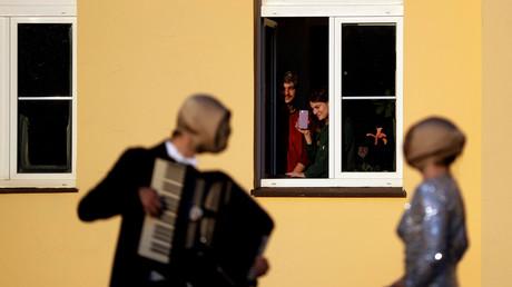 (Symbolbild). Straßenmusikanten geben ein Konzert in Prag, Tschechien, am 7. April 2020.