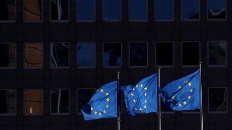EU-Flaggen vor dem Hauptquartier der EU-Kommission in Brüssel