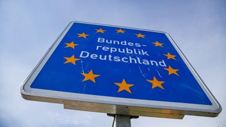 (Symbolbild). Ein Grenzschild an der Grenze zu Polen.