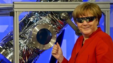 Ein Faible für Technologie wird der Physikerin Merkel ohnehin nachgesagt. Auch die Bundeskanzlerin wäre bereit, die Corona-App