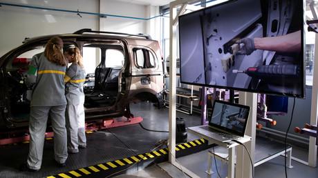 Mitarbeiter in einer Werkstatt des Renault-Werks in Maubeuge, Frankreich (Symbolbild)