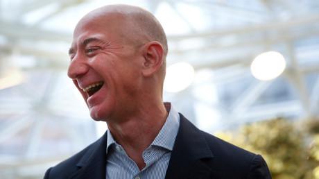 Hat Grund zum Lachen: Jeff Bezos, Amazon-Gründer und der reichste Mann der Welt, ist seit Beginn der Corona-Krise noch reicher geworden.